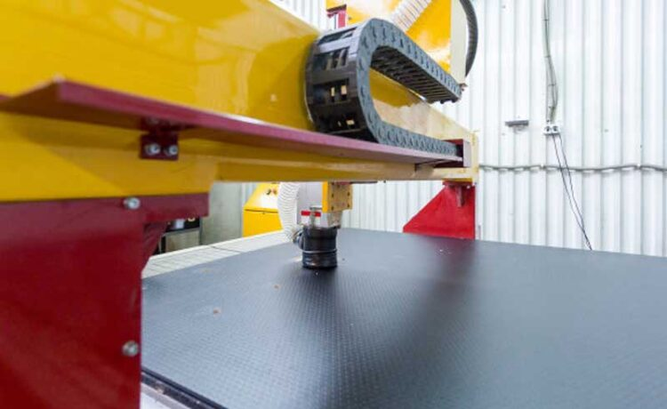 The difference between the machining center structure and ordinary milling machine